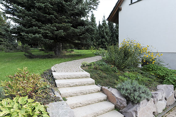 Weggestaltung mit Granitpflaster